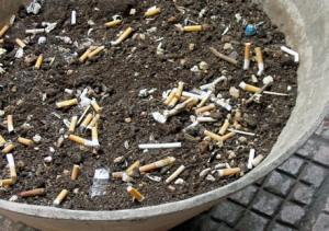 Всех курильщиков – на борьбу с коррозией металла!