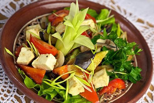 Salată de legume prăjite