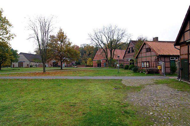 Круглые деревни полабских древлян