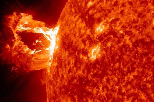 Erupţie solară surprinsă de camerele video ale NASA (+Video)