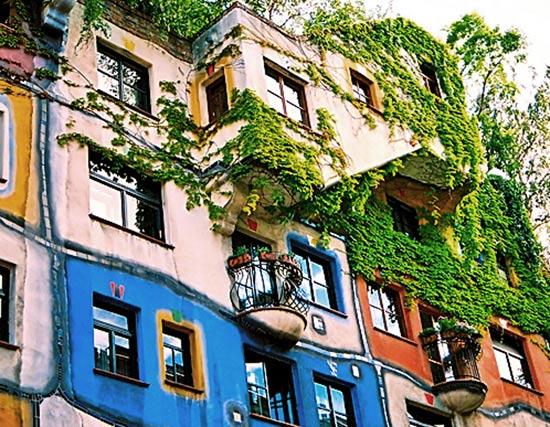 Arhitectura si pictura ecologică de la părintele acoperişurilor verzi Friedensreich Hundertwasser