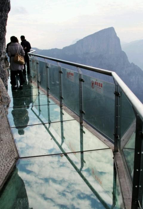 Pasarela de sticlă pe Muntele Tyanmen