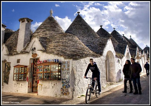 Дома с конической крышей трулли, Альберобелло, Бари, Италия