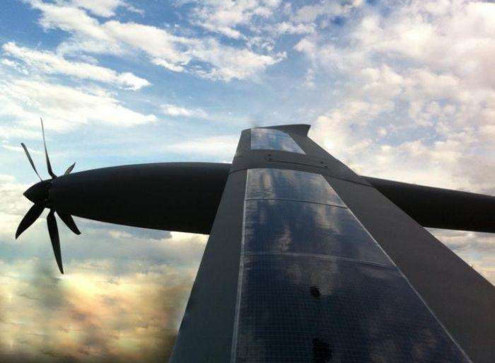 Новый беспилотник Silent Falcon работает на солнечных батареях