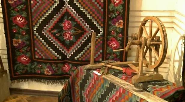 Muzeul Naţional de Etnografie şi Istorie Naturală a inaugurat expoziția - Covoare, salvate de la vînzare