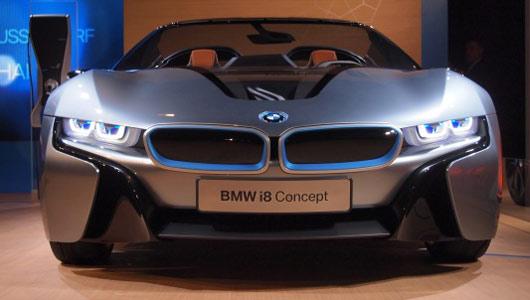 BMW i8 Spyder: super car ecologic curat