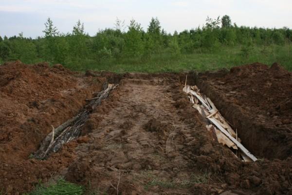 Высокие холмистые гряды по методу Зеппа Хольцера (наш опыт в поместье 2012 г.)