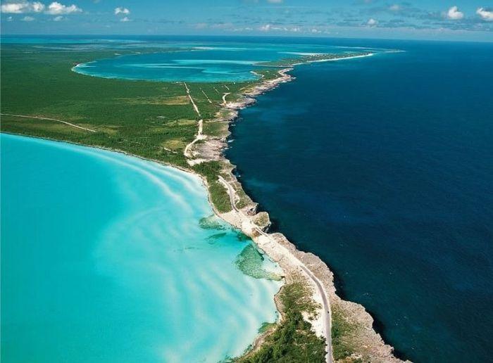 Остров Эльютера и слияние моря с океаном