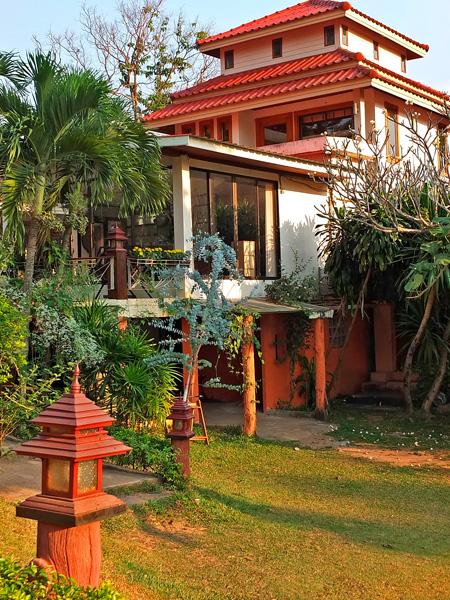 Такие разные домики для садовых участков (Фото)