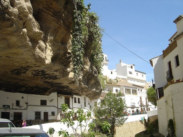 Сетениль де лас Бодегас – город под скалой. Испания (Фото)
