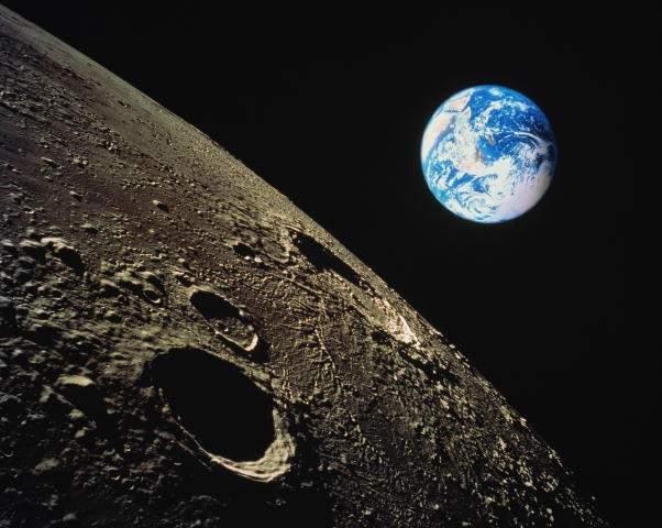 Зачем Земле Луна