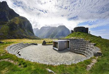 Туристическая остановка Eggum, подчеркивающая торжество ландшафта