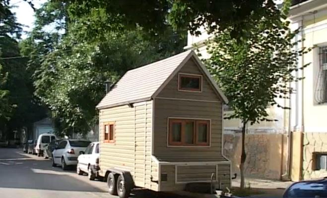 Молдаванин построил первый дом на колесах