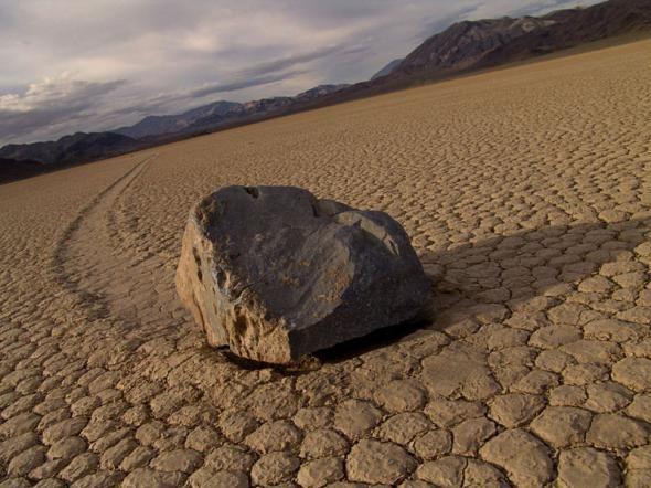 Природный феномен - движущиеся камни