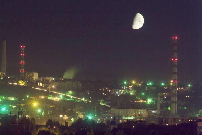 В выходные молдаване смогут увидеть гигантскую Луну над Землей