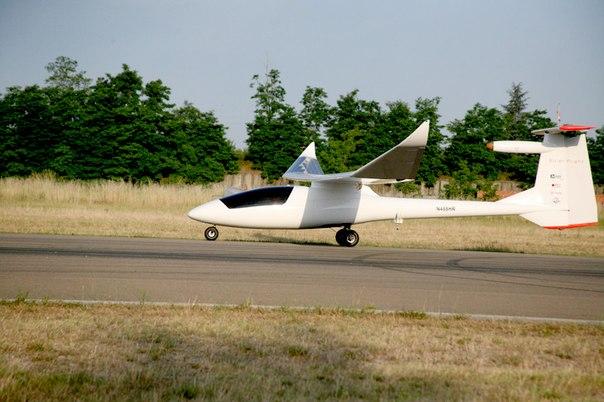 2-местный самолет на солнечных батареях Sunseeker Duo