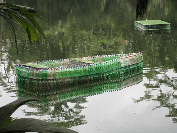 Как сделать лодку из пластиковых бутылок