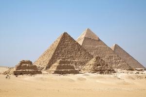 De ce marile piramide şi-au intensificat brusc activitatea?