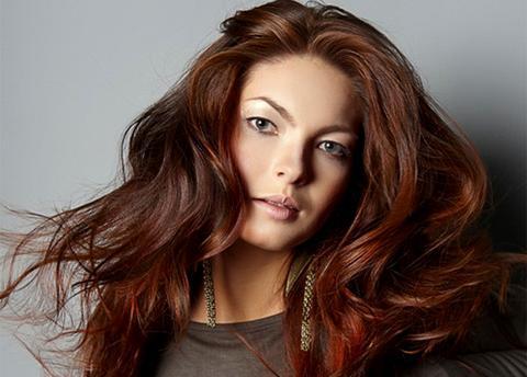 Чем рискуют женщины, красящие волосы