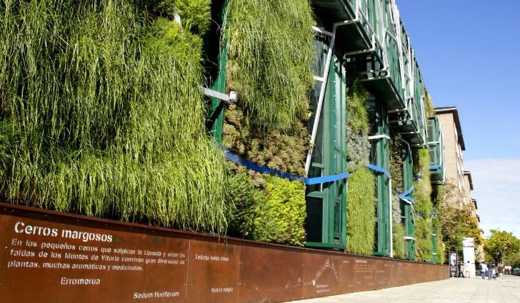 Вертикальное озеленение Дворца Съездов в Испании