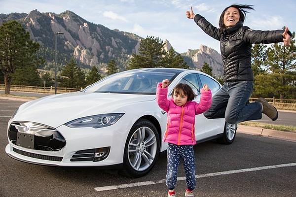 В Шанхае будут бесплатно выдавать номера электромобилям