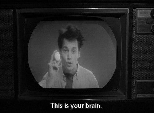 Злоупотреблять просмотром ТВ так же вредно, как курить