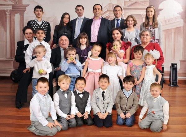 Miliardarul rus Roman Avdeev a adoptat 19 copii
