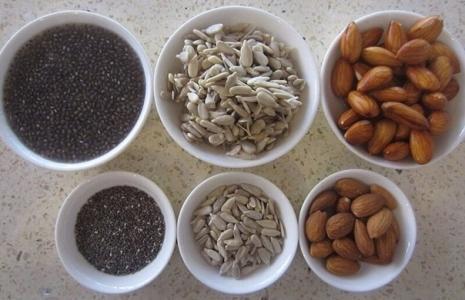Зачем замачивать орехи и семечки?