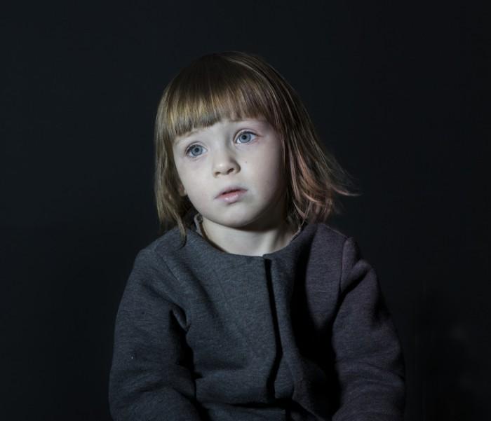 Ребенок у телевизора. Фотопроект Idiot Box