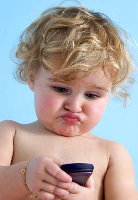 Внимание! Что происходит с детьми, которые злоупотребляют телефоном и Интернетом?