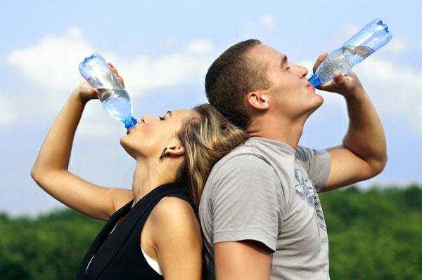 Развенчан миф о 2 литрах воды в день