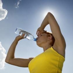 Пластиковые бутылки приводят к появлению морщин
