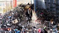 В Амстердаме катастрофически не хватает места для парковки велосипедов