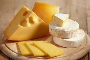 Ученые: Сыр подобен наркотикам