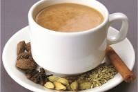 Чай с сырым молоком восстанавливает организм