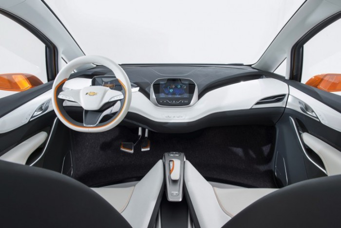 Chevrolet представило новый электрический кроссовер Bolt