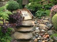 Аллея в саду