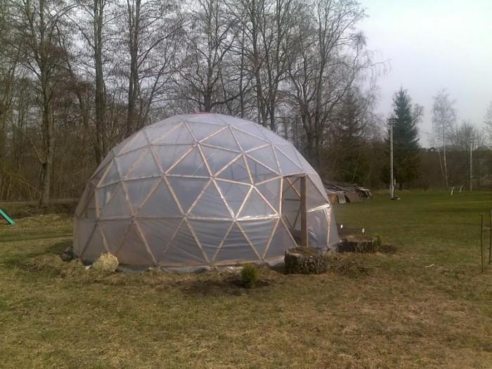 Как построить теплицу-купол своими руками