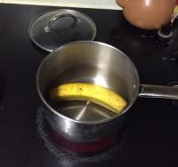 Отрежь концы банана и брось его в кипящую воду. Через 10 минут заснешь, как младенец