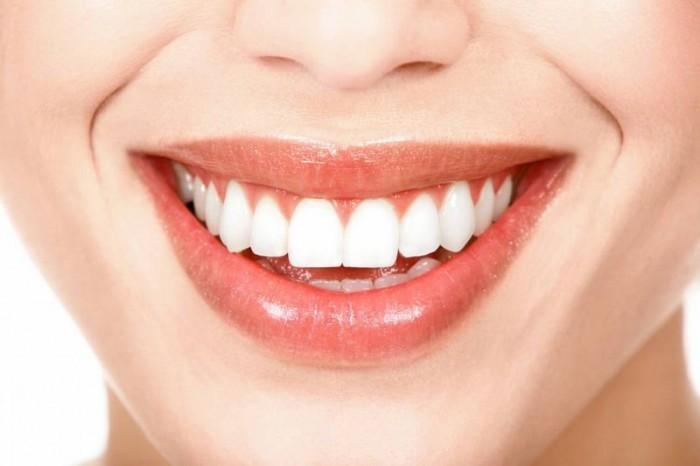 Как избавиться от зубного камня при помощи 1 простого средства