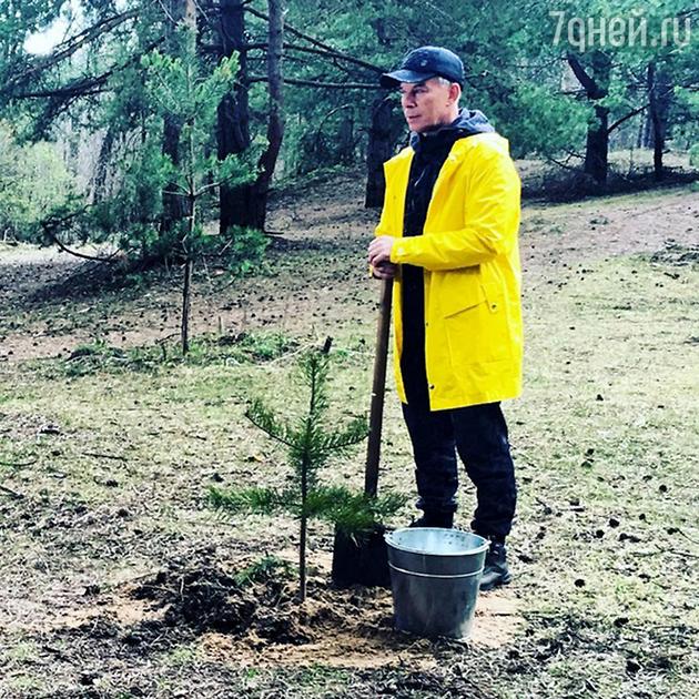 Oleg Gazmanov ca planta 27 de mii de copaci în Moscova