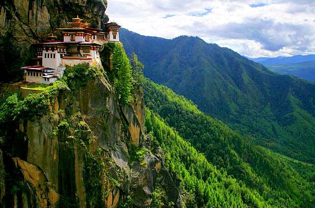 Почему визa в Бутан стоит 250$ в сутки?