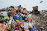 Vara e periculoasă. Pentru că e cald și pentru că atunci se aprind rampele cu gunoi. Ceea ce ajunge în aer este foarte periculos pentru sănătate. Cum să ne protejăm de substanțele toxice în preajma deșeurilor în flăcări?