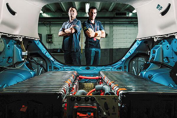 Inginerii companiei Nissan au construit prototipul electrocarului Leaf cu un set de acumulatoare cu capacitatea de două ori mai mare decît a unui automobil marfar. Mașina a fost creată de un grup de inițiativă ai centrului tehnic de la Barcelona, în timpul liber.