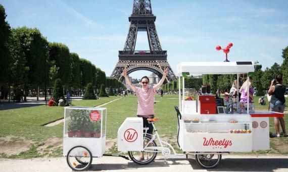 Wheelys 4 Green Warrior — este o cafenea multifuncţională mobilă pe bicicletă, destinată pentru crearea unei afaceri fără investiţii majore. Însă asta nu e tot. Cafeteria mobilă este dotată cu un filtru, ce curăţă aerul de particulele toxice.