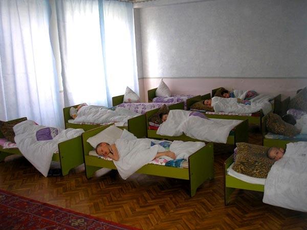 В Баку состоятельный человек отдал свою виллу под приют для бездомных детей