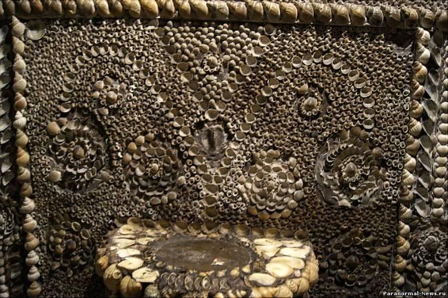 Marea Britanie ascunde multe mistere istorice, unul dintre care este Grota Scoicilor (Shell Grotto) din oraşul Margate din comitatul Kent. Acest coridor subteran, înfrumuseţat cu scoici, ce se întinde pe o lungime de peste 20 de metri a fost depistat în 1835, iar provenienţa ei încă este învăluită de mister.