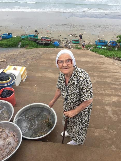 89-летняя баба Лена из Красноярска путешествует по миру на заначку от пенсии (+Видео)