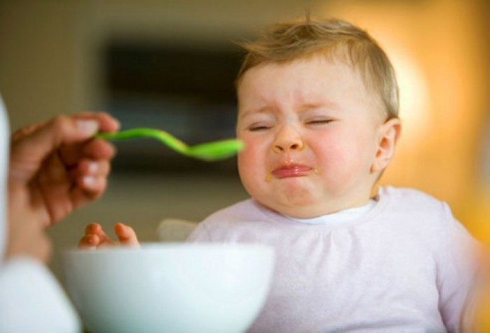 Pe unul dintre forumurile dedicate alimentației corecte pentru bebeluși, au fost găsite o mulțime de întrebări ce le frămîntă pe tinerele mame. Poate ar fi cazul să ne punem pe gînduri?