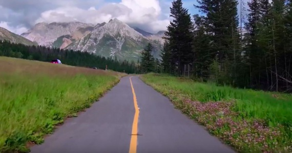Канадцы завершают строительство самой длинной «зеленой» дороги в мире (+Видео)
